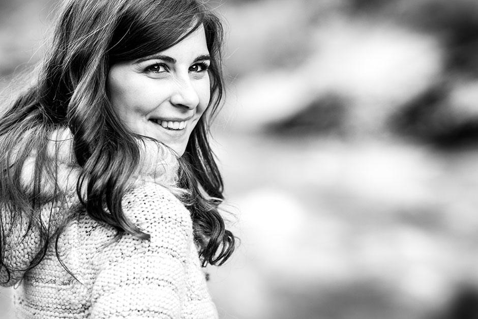 retrato de chica en blanco y negro