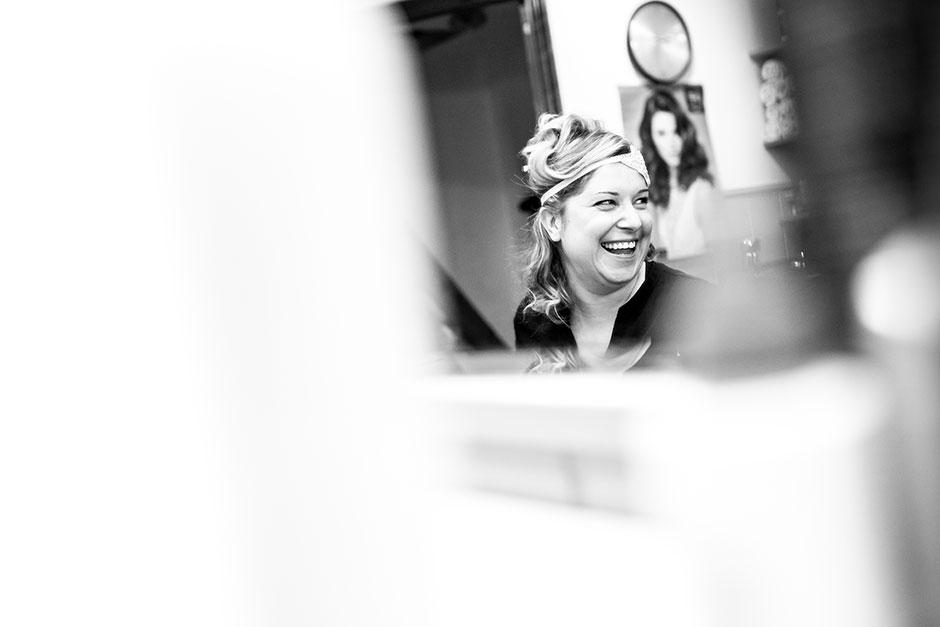novia en la peluqueria reportaje de boda en hondarribia