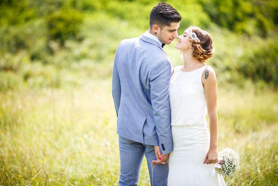 miradas de cariño y amor en un reportaje de boda en irun