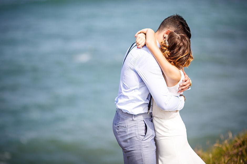 abrazo oso en un reportaje de boda fotografo en guipuzcoa