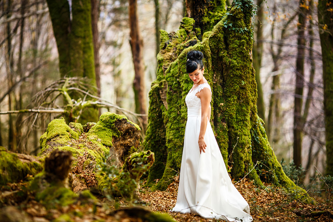 novia mirando su vestido