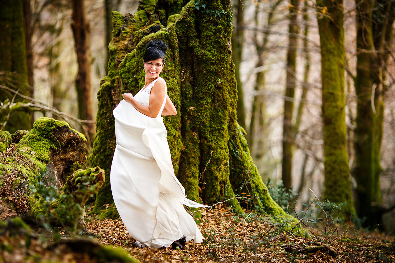 novia dando vueltas con su vestido