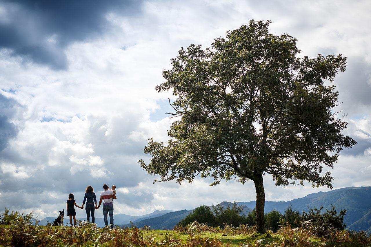 en un árbol familia reportaje en peñas de aia