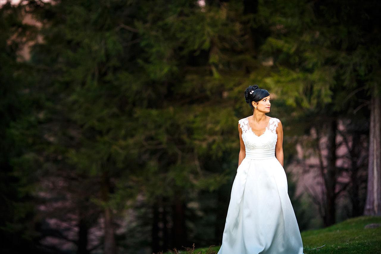 novia en paraje de fantasía en los bosques de artikutza