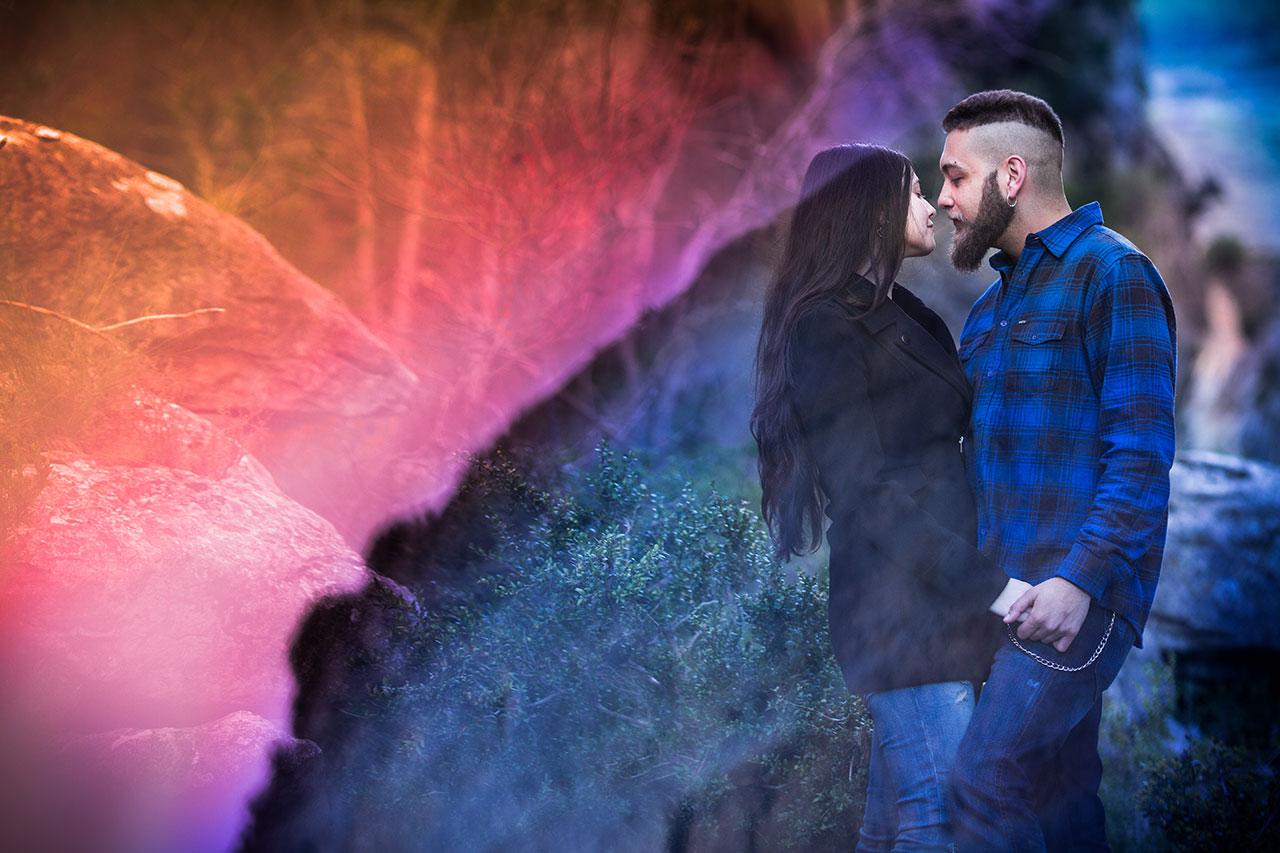 pareja de novios con colores extraordinarios reportaje
