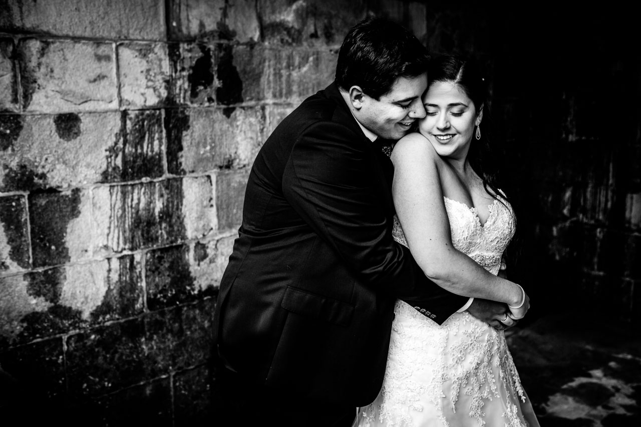 reportaje de pareja en la iglesia de guadalupe hondarribia bodas en irun fotografos en gipuzkoa