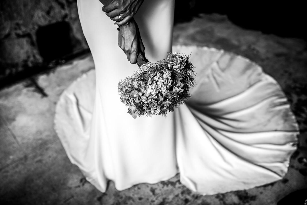 detalle del ramo comprado en zinnia bodas en irun hondarribia fotografos en gipuzkoa