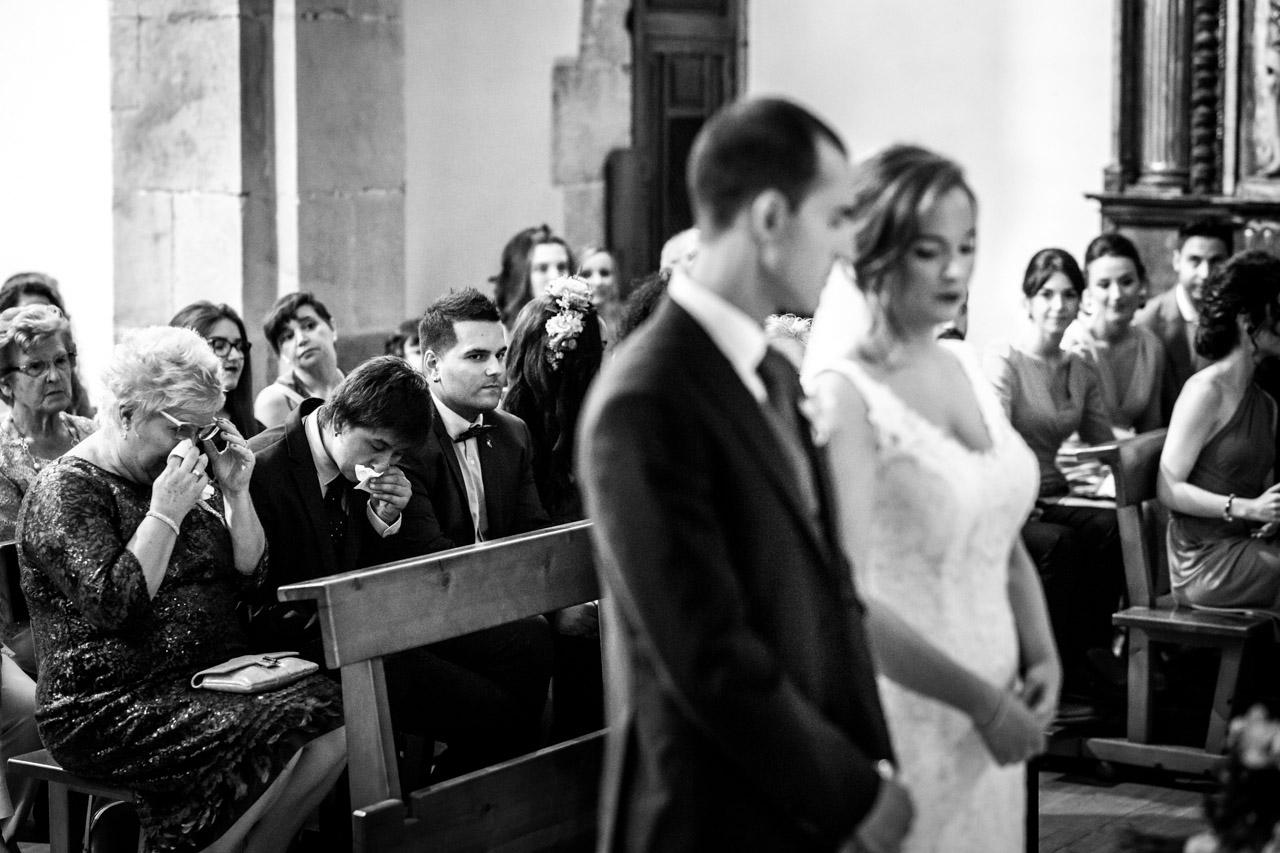 la familia de la novia emocionada en una boda en guadalupe