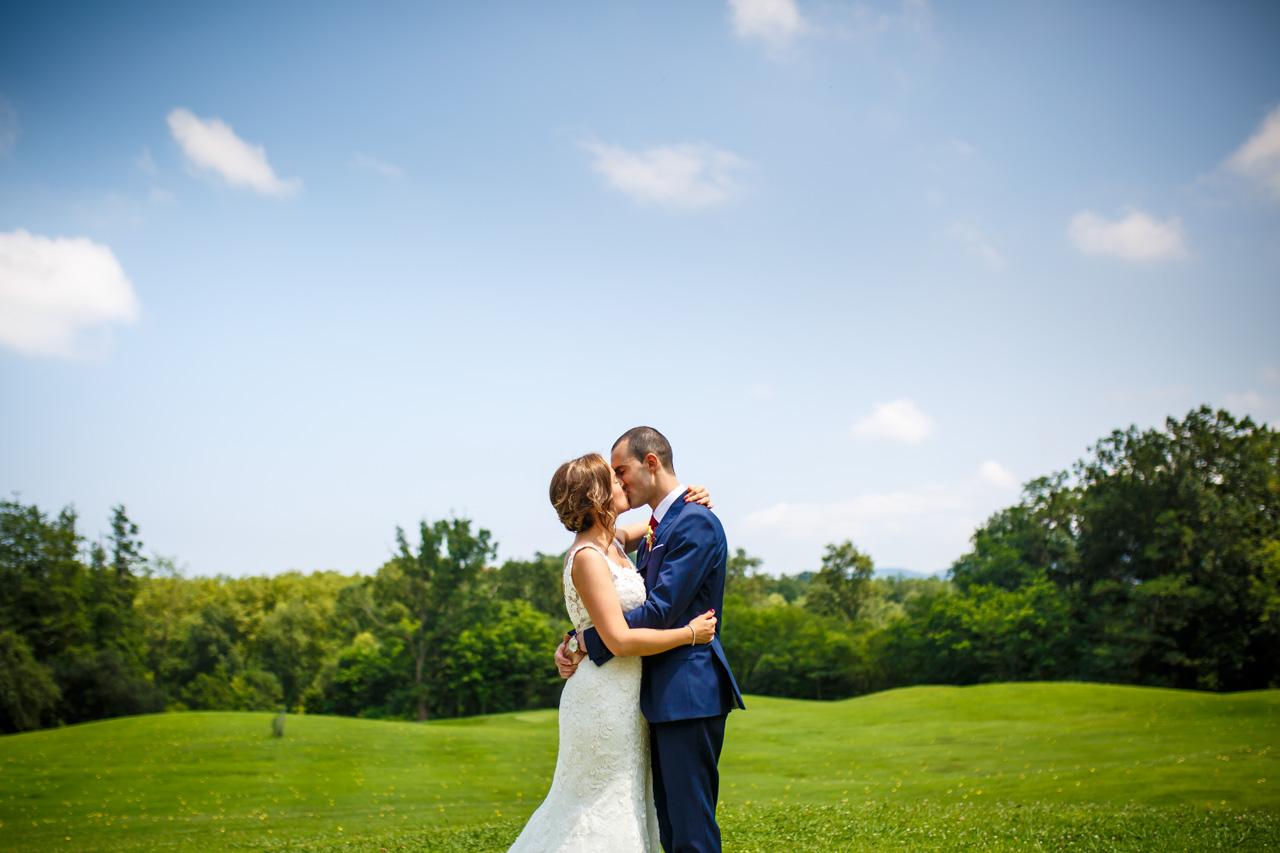 beso de los novios en una boda en guadalupe
