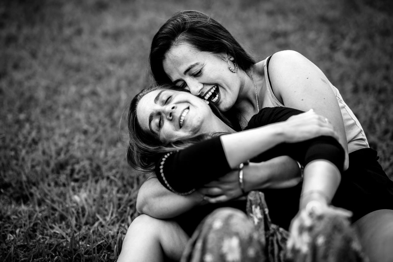 la pareja muestra la máxima felicidad en una preboda en oiartzun