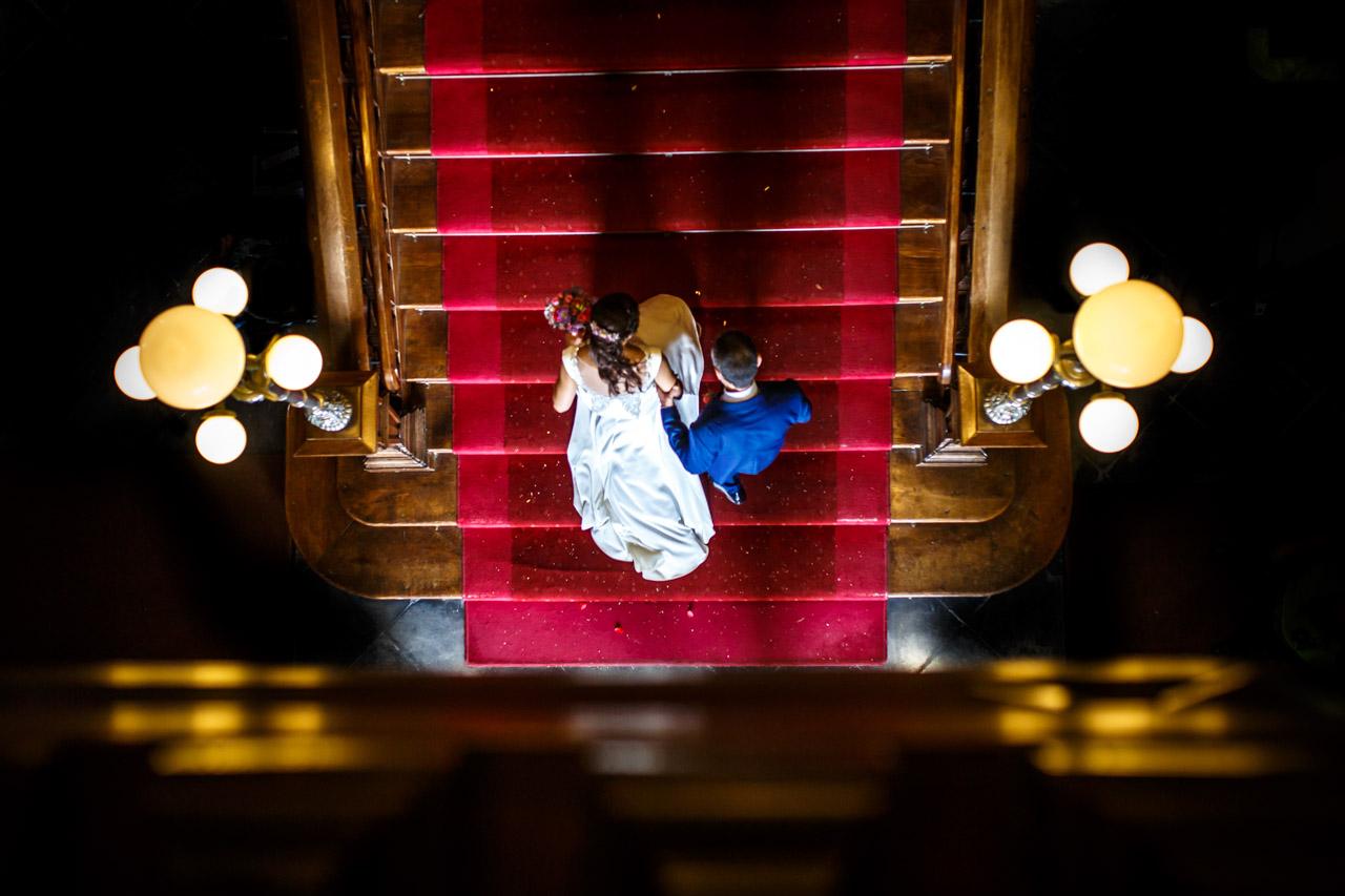 la novia entrando al ayuntamiento de irun en una boda en oiartzun