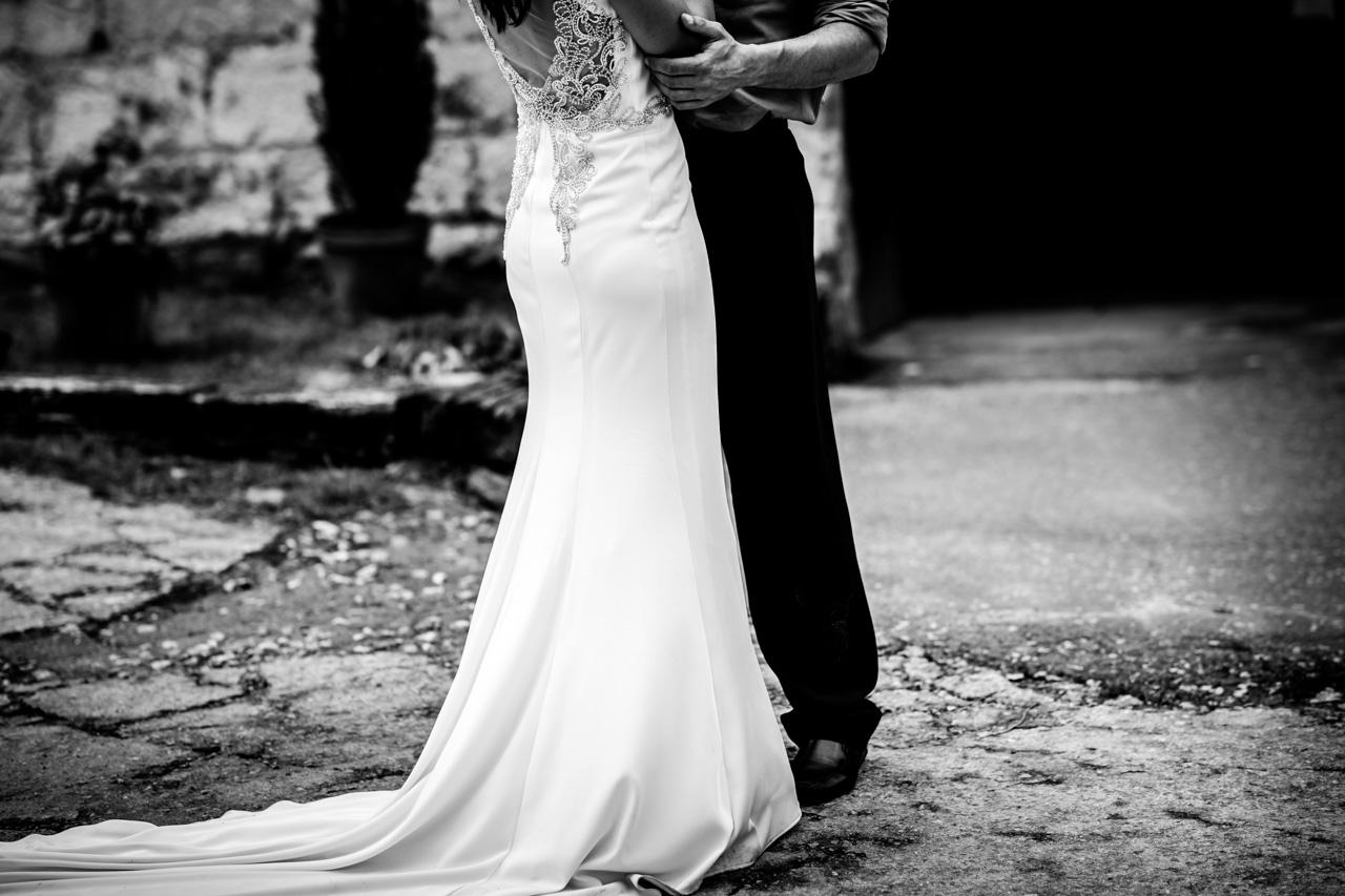 detalles del vestido de la novia en una boda en oiartzun